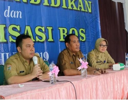 Sekretaris Dinas Pendidikan Kabupaten Malang Puji Hariwati (kanan) bersama Kepala Dinas M. Hidayat. (dok MalangTIMES)