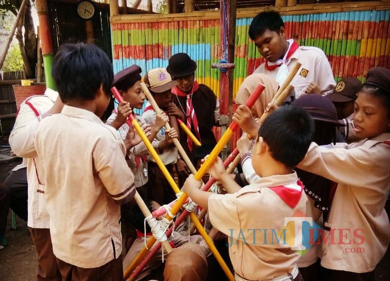 Kegiatan Pramuka siswa SD SAInS Situbondo Jatim (Foto: Heru Hartanto/SitubondoTIMES)