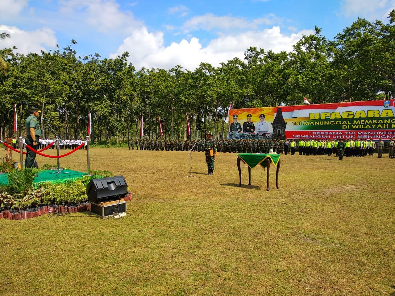 Upacara penutupan TMMD di Desa Karangbendo, Kecamatan Ponggok, Kabupaten Blitar.(Foto : Malik Naharul/BlitarTIMES)