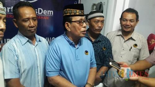 Ketua NAsdem Tulungaung, Ahmad Djadi saat pers konference menanggapi putusan MK yang menangkan PAN (foto : Joko Pramono/Jatim Times)