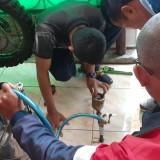 Petugas saat melakukan uji akurasi di�Permata Regency, Desa Ngijo, Kecamatan Karangploso, Kabupaten Malang, Jumat (9/8/2019).