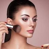 Teknik Makeup Strobing Ini Bisa Membuat Wajah Glowing, Ini 4 Cara yang Harus Dilakukan