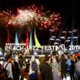 Ribuan penonton jazz pantai memadati Pantai Marina Boom Banyuwangi