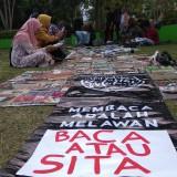Komunitas-Komunitas Literasi di Malang Gelar Aksi Solidaritas Kecam Razia Buku