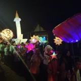 Para Santri Semangat Bertakbir dengan lampion dan obor / Foto : Anang Basso / Tulungagung TIMES