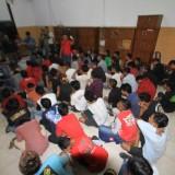 Puluhan remaja yang pesta miras di malam takbiran diangkut ke Mako Satpol PP (Agus Salam/Jatim TIMES)