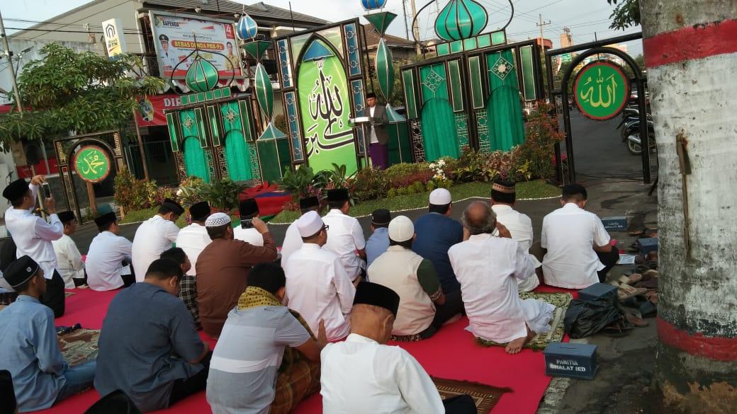 Sekda, Indra Fauzi saat memebrikan sambutan dalam Salat Idul Adha (foto : Joko Pramono/Jatim Times)