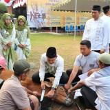 Kapolres Blitar Kota AKBP Adewira memimpin langsung penyembelihan hewan kurban di Mapolres Blitar Kota.(Foto : Aunur Rofiq/BlitarTIMES)