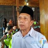 Ahmad Budianto, perwakilan warga yang demo ke Balai Desa Pelem (foto : Anang Basso / TulungagungTIMES)