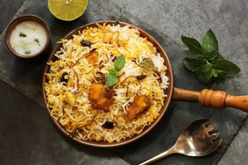 Nasi biryani masakan khas India, Bangladesh, dan Pakistan.