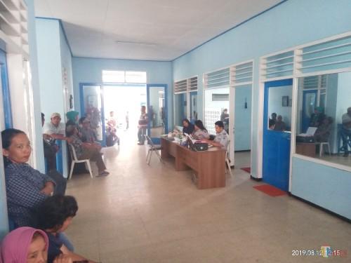 Para pedagang saat mendatangi Kantor Terminal Mulyorejo (Anggara Sudiongko/MalangTIMES)