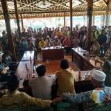Tolak Makam di Belakang Masjid, Warga Geruduk Kantor Desa