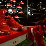 Sepatu basket AZA 6 ketika dilaunching