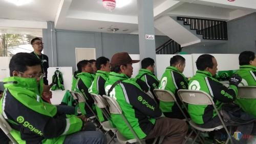 Para mitra driver saat berada di kantor Gojek Malang di Jalan Laks Martadinata, Kota Malang. (Foto: Nurlayla Ratri/MalangTIMES)