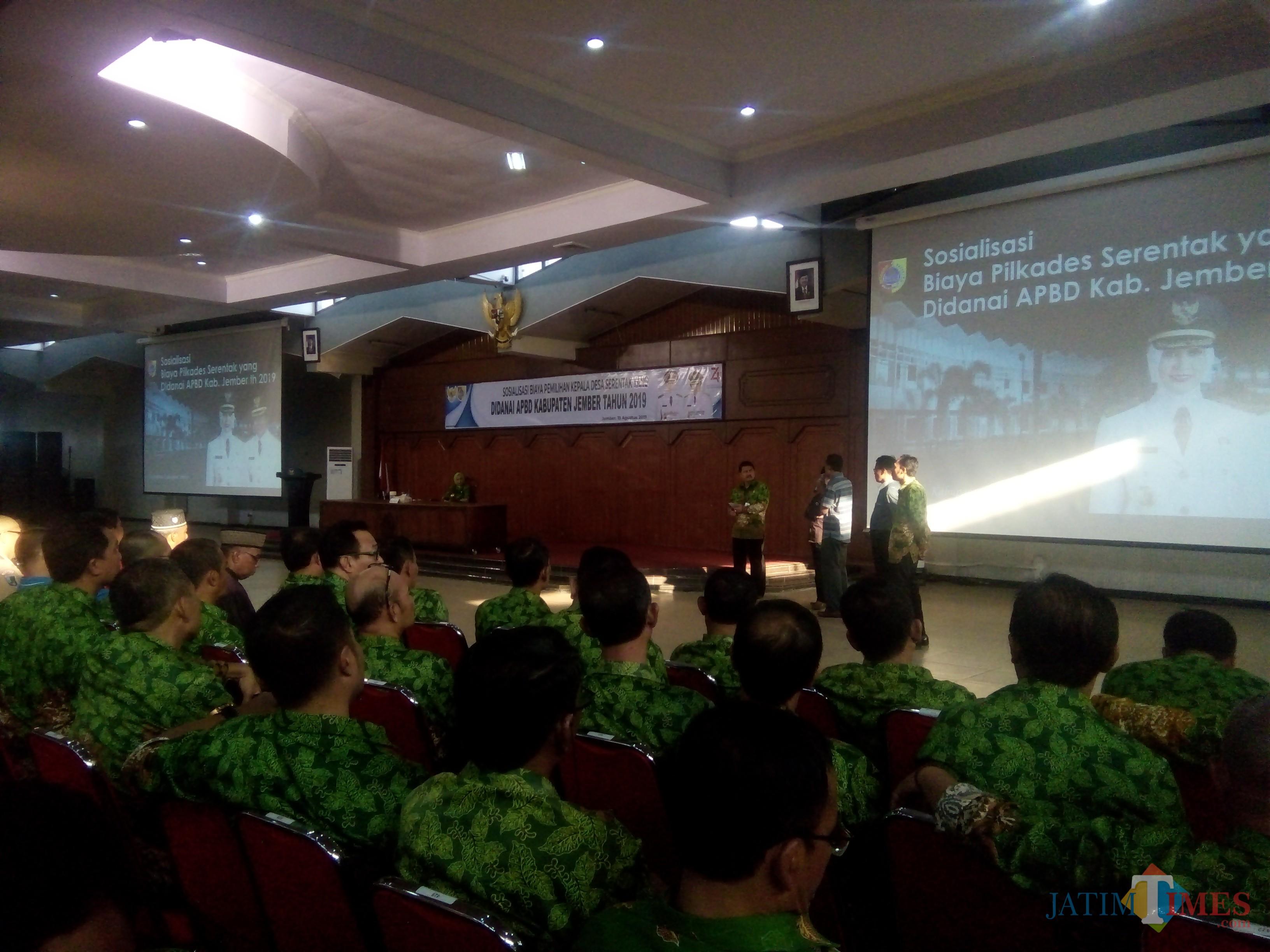 Acara Sosialisasi dana Pilkades di Aula Pemkab Jember (foto : Moh. Ali Makrus / Jatim TIMES)