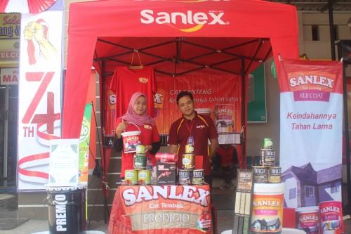 Promo Sanlex dan Graha Bangunan untuk kepuasan customer.(Foto : Aunur Rofiq/BlitarTIMES)