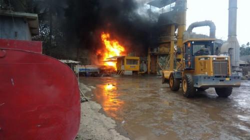 Sutuasi parik aspal milik PT. Piranti Utomo Makmur saat kebakaran terjadi (Foto : Istimewa)