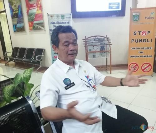 Kepala DPMPTSP Kabupaten Malang Iriantoro optimistis  dinasnya bisa raih predikat A+ dari Kemen PAN-RB di tahun 2019 ini. (Nana)