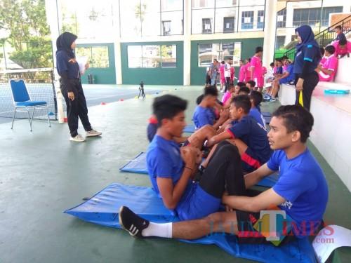 Suasana tes kebugaran yang dijalani pemain Arema FC 'Licek' di Universitas Negeri Malang (Hendra Saputra)