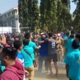 Gambar tangkapan layar dari video tawuran kericuhan para ASN di gelaran Porkab Jombang dalam rangka HUT Kemerdekaan RI Ke-74. (Foto : Adi Rosul / JombangTIMES)