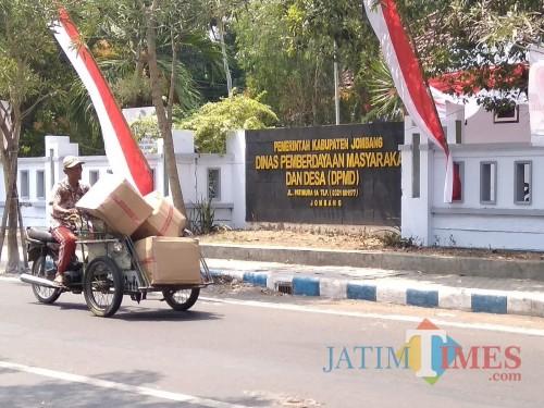 Kantor DPMD Kabupaten Jombang. (Foto : Adi Rosul / JombangTIMES)