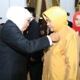 Gubernur Khofifah Berharap Penerima Satyalancana Bisa Semakin CETTAR