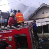 Ditinggal Bekerja, Rumah Kakek Pengambil Sampah Asal Wagir Ludes Terbakar