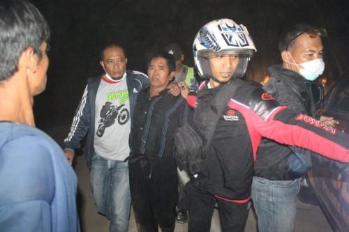 Juremi ditangkap  saat bersembunyi di pinggir Sungai Brantas, Desa Pinggirsari./ Foto : Dokpol / Tulungagung TIMES