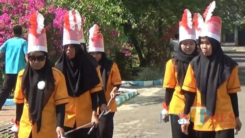 Para penyandang tuna netra di Malang saat mengikuti lomba-lomba di UPT RSBN Malang. (Foto: Nurlayla Ratri/MalangTIMES)