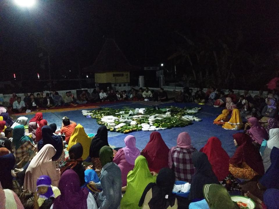 Renungan dan doa bersama digelar warga Desa Sumberjati.(Foto : Malik Naharul/BlitarTIMES)