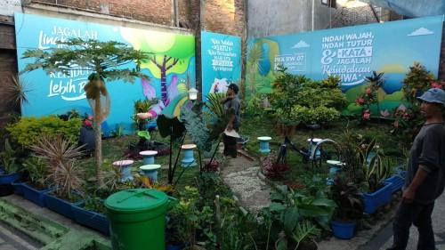 Kegiatan kerja bakti warga RW 07 Kelurahan Sukoharjo, Kota Malang memanfaatkan lahan terbuka menjadi taman. (Foto: Dokumentasi warga)