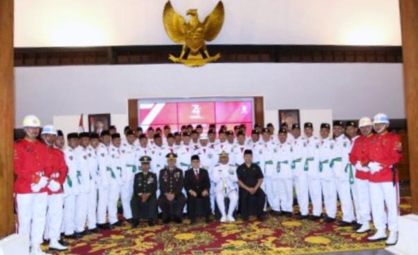 75 anggota Paskibraka yang dikukuhkan Bupati Banyuwangi Abdullah Azwar Anas