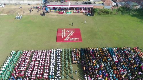 Foto drone yang diambil warga Kelurahan Mulyorejo, Kota Malang menampilkan konfigurasi tumpeng membentuk angka 74. (Foto: Dokumen MalangTIMES)