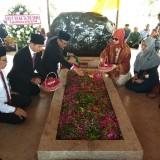 Maknai HUT Kemerdekaan RI ke 74, Kantor Perwakilan BI Kediri Tabur Bunga ke Makam Sang Proklamator