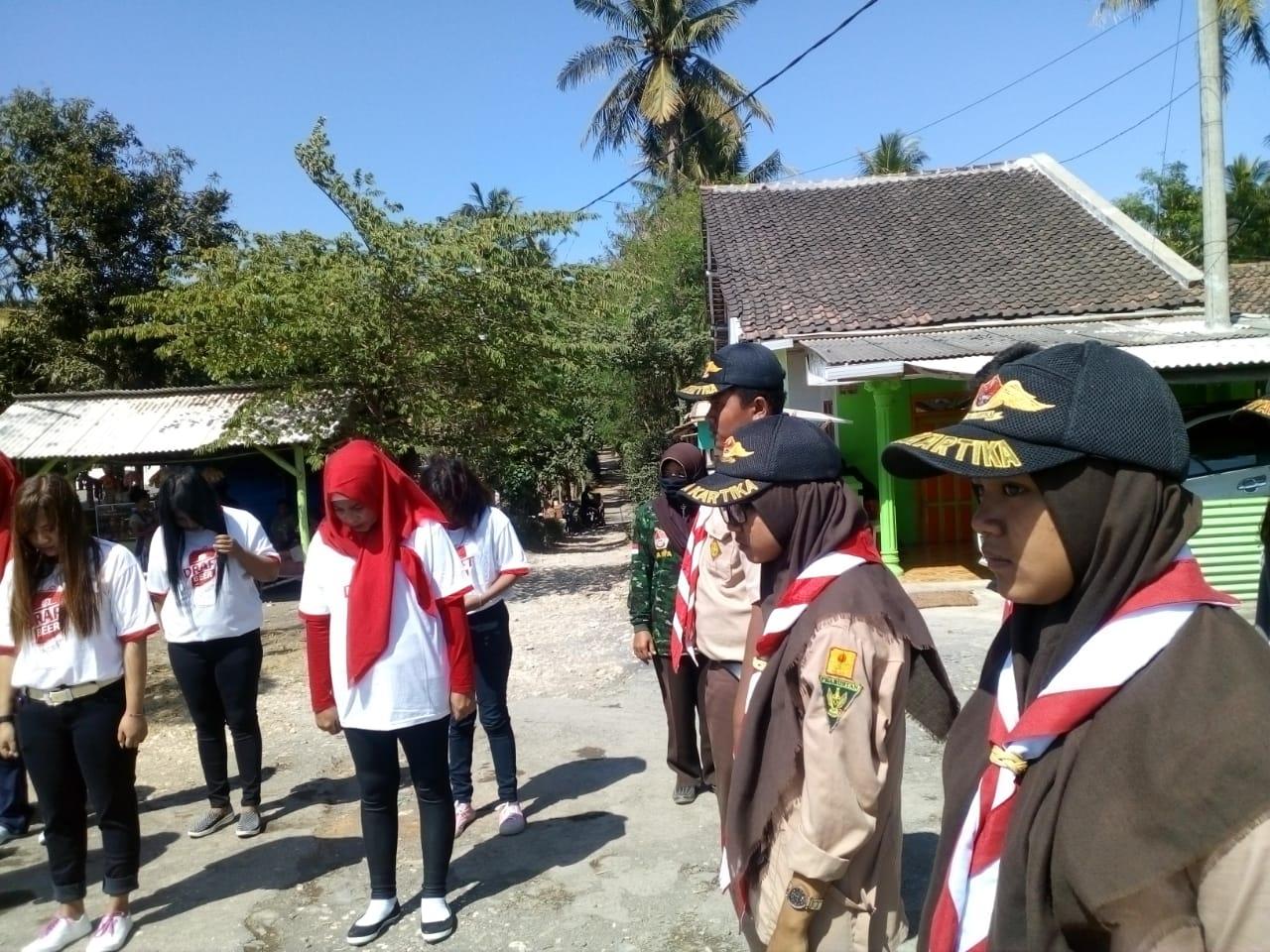 Sejumlah PSK saat menggelar upacara bersama GP Ansor dan Fatayat (foto : Takrir / Jatim TIMES)