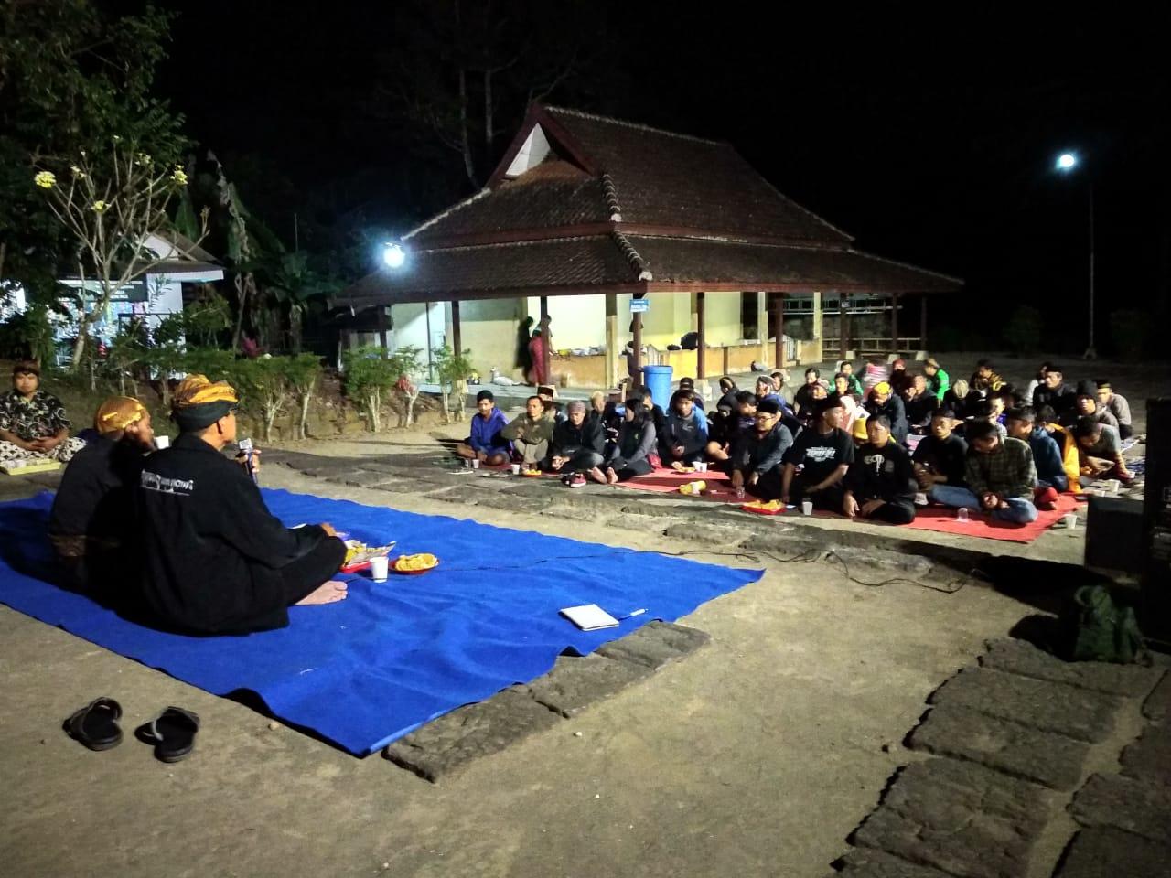 Malam renungan di Candi Penataran yang digelar LP2BN.(Foto : Malik Naharul/BlitarTIMES)