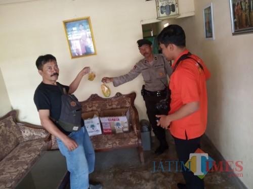 Kanit Reskrim Polsek Tulungagung, Iptu Haryono Di lokasi Ditemukan Kardus Mencurigakan / Foto : Dokpol / Tulungagung TIMES