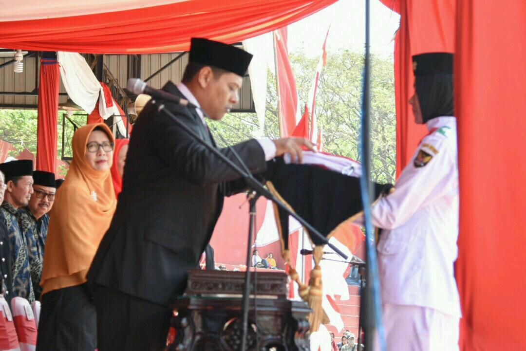 Walikota Kediri Abdullah Abu Bakar saat memimpin upacara HUT Kemerdekaan RI ke 74. (eko Arif s /JatimTimes)
