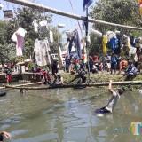 Rasakan Sensasi Berbeda Lomba Panjat Pinang 17-an tapi Tidak Pakai Manjat
