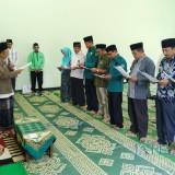 Ikrar amanah dewan terpilih dari PKB  saat sowan kiai.(Foto : Aunur Rofiq/BlitarTIMES)