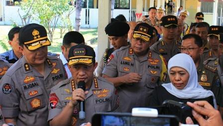 Kapolri Jenderal Tito Karnavian ketika memberikan pernyataan di Surabaya