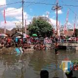 Kontroversi Panjat Pinang: Dari Warisan Belanda, Festival Hantu Tionghoa, sampai Pelarangan Lomba