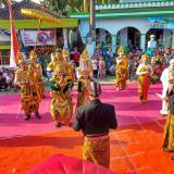 Kemeriahan karnaval di Desa Sumberagung.(Foto : Malik Naharul/BlitarTIMES)