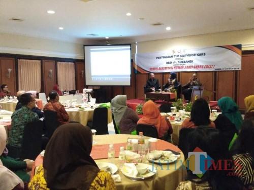 Bupati Jember saat menyampaikan masterplan tentang Rumah Sakit dr Soebandi yang dijadikan rujukan pasien kanker wilayah timur Jawa Timur. (foto : Izza / Jatim TIMES)