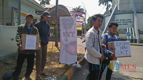Aksi galang dana mahasiswa UIN Malang. (Foto: Imarotul Izzah/MalangTIMES)