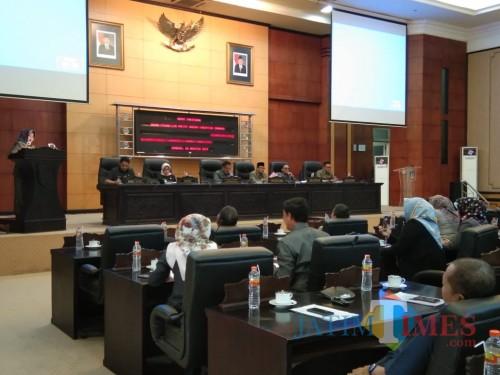 Situasi rapat paripurna pembahasan P-APBD 2019 di gedung DPRD Kabupaten Jombang. (Foto : Adi Rosul / JombangTIMES)
