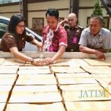 360 Botol Tanpa Pita Cukai Merek Kuntul Diamankan Kejari Kota Batu