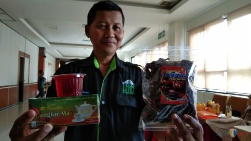 Pelaku UMKM minuman, Suwanto (foto : Joko Pramono/Jatim Times)