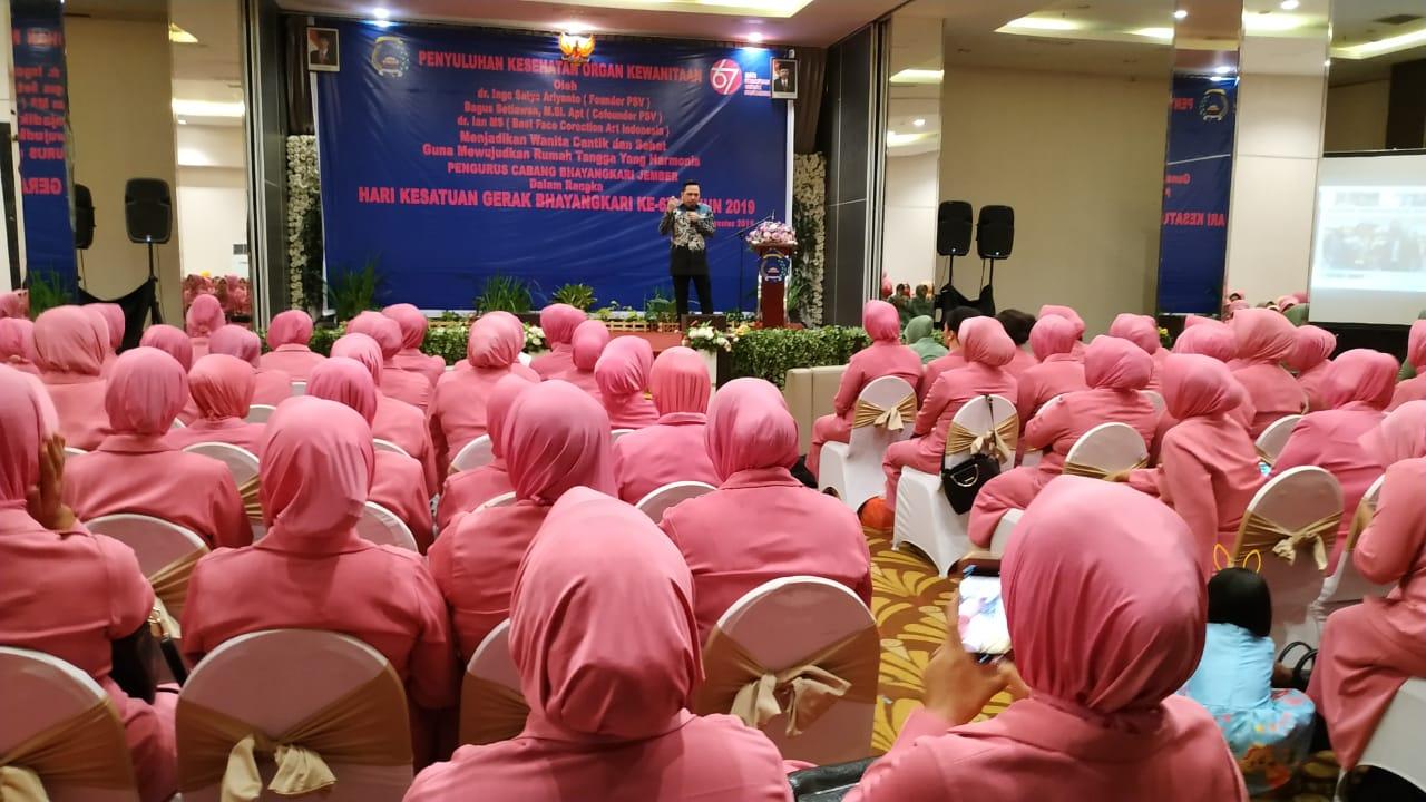 Acara Penyuluhan Kesehatan organ Kewanitaan yang digelar oleh Bhayangkari cabang Jember (foto : istimewa / Jatim TIMES)
