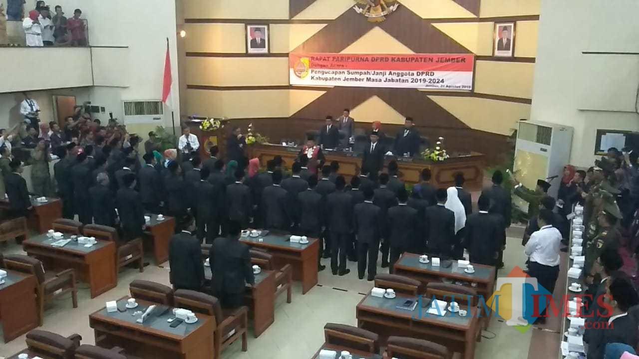 Suasana pelantikan anggota DPRD Jember hasil pemilu legislatif 2019 (foto : istimewa / Jatim TIMES)